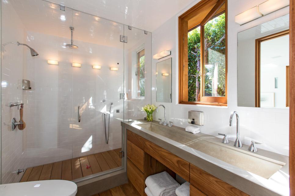 CI-Chris-Cortazzo_Pamela-Anderson-Malibu-Home-Guest-Bathroom.jpg.rend.hgtvcom.966.644