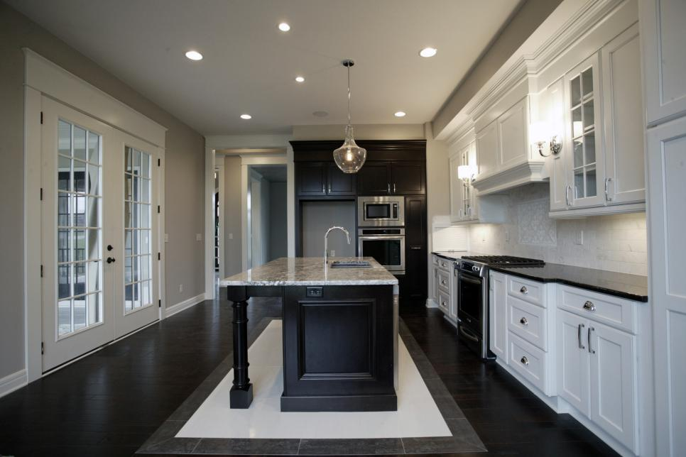Willco-Construction_Cambria-Kitchen.jpg.rend.hgtvcom.966.644
